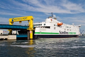 Scandlines am Fähranleger im Rostocker Seehafen