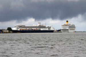 Doppelanlauf im Kreuzfahrthafen in Warnemünde