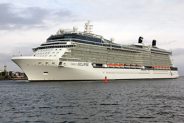 Die Celebrity Eclipse in Warnemünde