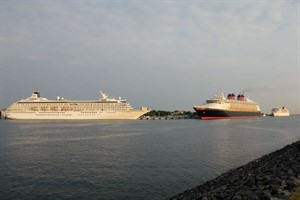 Crystal Symphony, Disney Magic und Braemar in Warnemünde