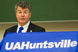 Rektor der University of Alabama in Huntsville, Prof. Dr. David B. Williams, bei seinem Besuch in Rostock