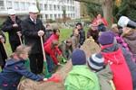 Erster Spatenstich für die Schulsanierung in Reutershagen