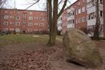 Eine Gedenktafel für sozialen Wohnungsbau in Rostock
