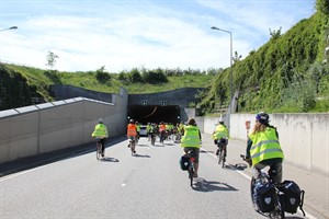 Cycling for libraries - radelnde Bibliothekare im Warnowtunnel Rostock