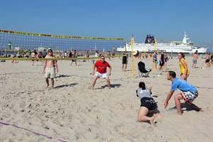 Herrentag in Warnemünde: Beachvolleyball Hello-Again-Quadro-Turnier