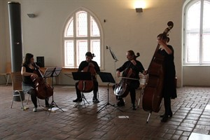 Das Cello-Ensemble FSOR spielte im Theater-Foyer