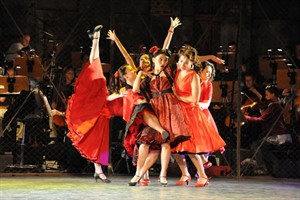 "Die Shark Girls in der ""West Side Story"" im Volkstheater Rostock"