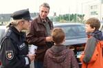 Polizeikontrolle mit Schülern der Kinderkunstakademie
