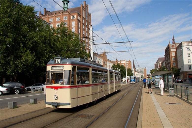Korso Historischer Stra Enbahnen Durch Rostock Rostock Heute