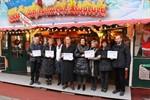 Spendenübergabe auf dem Rostocker Weihnachtsmarkt