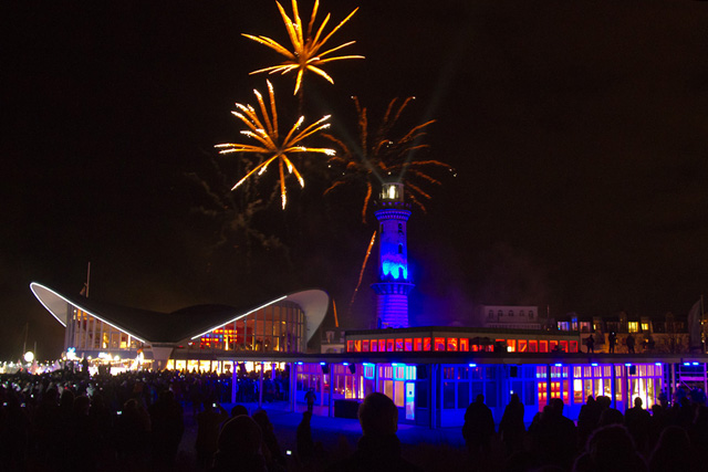 Warnemünder Leuchtturm in Flammen 2012