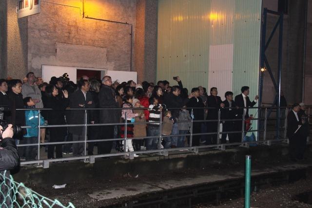 Zuschauer des Feuerwerks vor dem Moya
