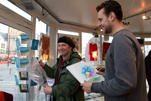 "Mike Bauer und Christian Elgert bei ""Shopping at Pavilion"""