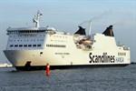Scandlines-Fähre stößt im Rostocker Hafen gegen Kaimauer