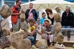 Balance der Steine auf der 3. Warnemünder Sandwelt