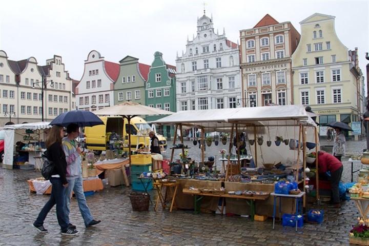 5. Rostocker Töpfermarkt auf dem Neuen Markt