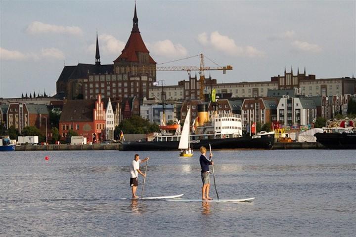 Stehpaddler erobern Stadthafen