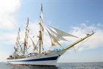 """Mir"" bringt Windjammer-Flair nach Warnemünde"