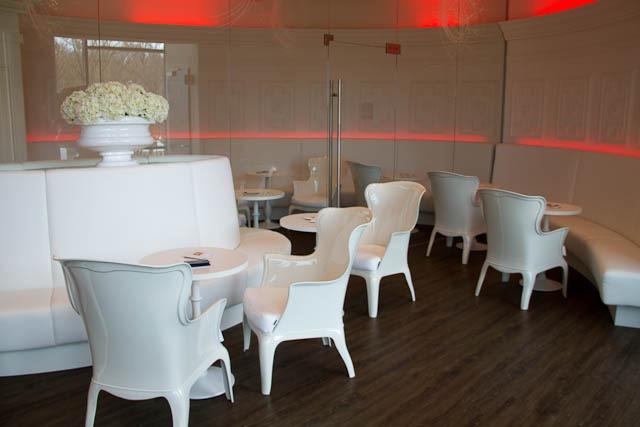 Die Barock-Bar im A-ja Warnemünde mit leider wenig barocken Plastikstühlen