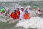 Abbaden der Eisbader am Strand von Warnemünde 2012