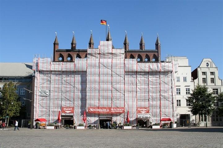 Verhüllte Rathausfassade