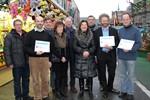 Spendenübergabe auf dem Rostocker Weihnachtsmarkt 2013