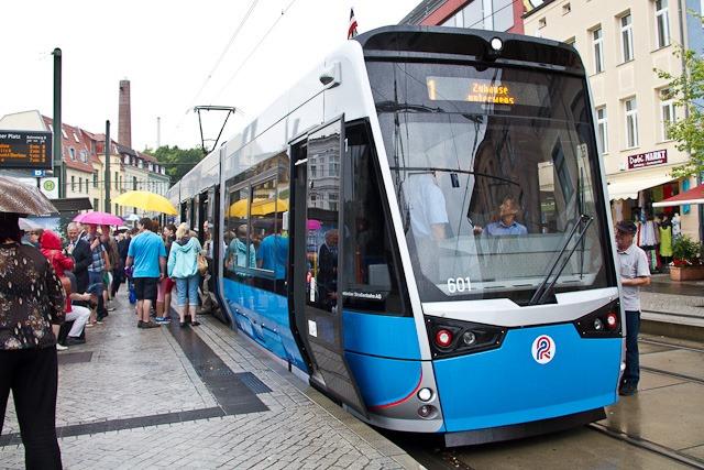 Neue Straßenbahnen auf Linie 1 in Rostock unterwegs