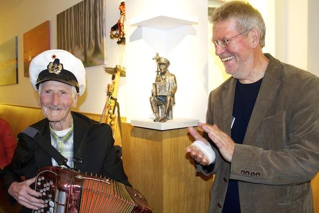 """""""Spielmannopa"""" Michael Tryanowski in Bronze gegossen"""