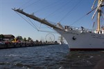 DGzRS und Berufsfeuerwehr retten polnischen Seemann