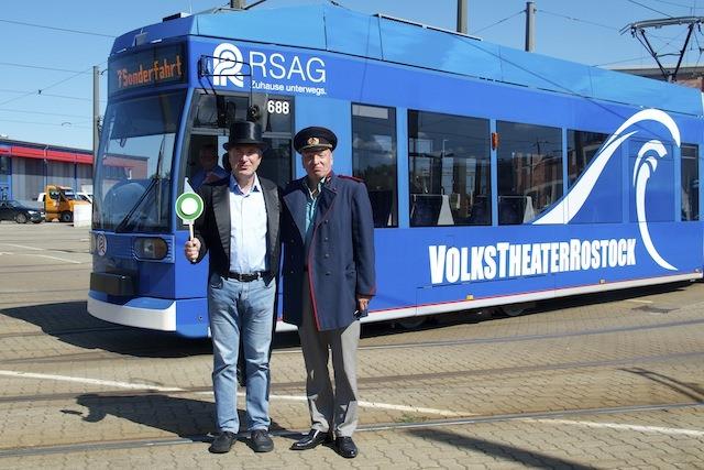 Jungfernfahrt der Rostocker Theaterstraßenbahn
