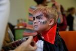 Kostenloses Kinderschminken zu Halloween in der Universitätsmedizin