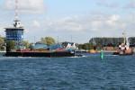 550 Tonnen schwerer Ponton nach Werftumbau zurück in Rostock