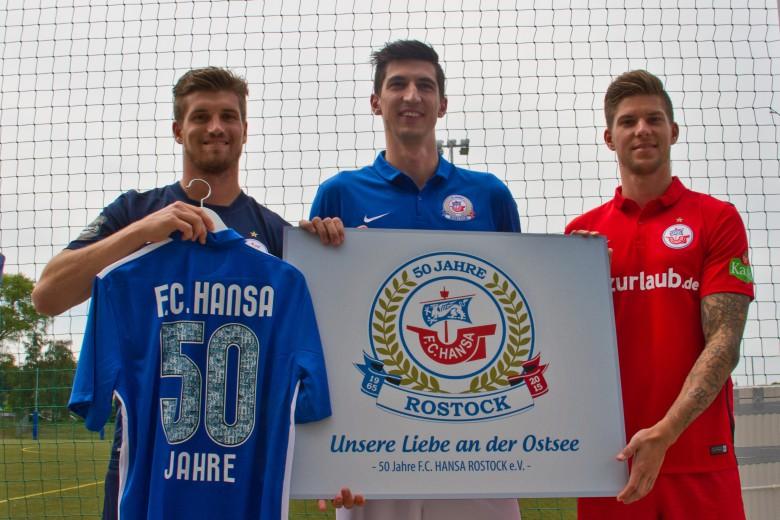 Hansa Rostock stellt neue Trikots der Spielzeit 2015/2016 vor