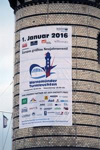 Das Warnemünder Turmleuchten, Europas größtes Neujahrsevent, startet am 1.1.2016 um 18 Uhr