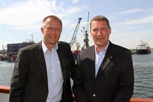 Dr. Gernot Tesch (links) und Jens A. Scharner, Geschäftsführung der Hafen-Entwicklungsgesellschaft Rostock (Foto: Archiv)