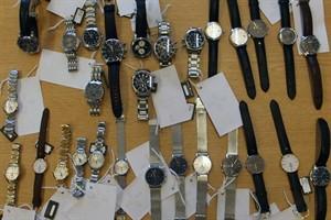 Sichergestellte Lacroix-Uhren (Foto: Bundespolizeiinspektion Rostock)