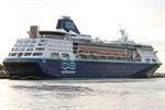 Jumbojet bringt Kreuzfahrer von Pullmantur Cruises nach Rostock