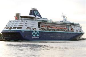 """Pullmantur Cruises, im Bild das Kreuzfahrtschiff """"Empress"""" in Warnemünde, nutzt den Flughafen Rostock-Laage für die An- und Abreise ihrer Kreuzfahrtpassagiere"""