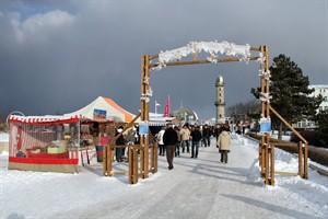 Bummel- und Schlemmermeile auf der Promenade beim Warnemünder Wintervergnügen