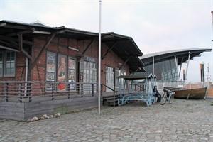 Dem Zwiebelschuppen neben dem Warnemünder Kreuzfahrtterminal droht der Abriss