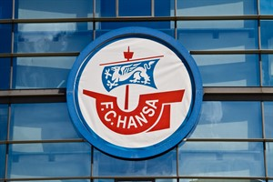 """""""Polizei-Puppe"""" im Hansa-Fan-Block: Verein verurteilt Aktion"""