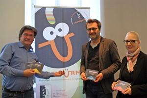 Manfred Keiper (andere buchhandlung), Wolfgang Schmiedt (Lichtklangnacht) und Juliane Foth (Literaturhaus) starten den 15. Lesewürmer-Vorlesewettbewerb (v.l.n.r.)