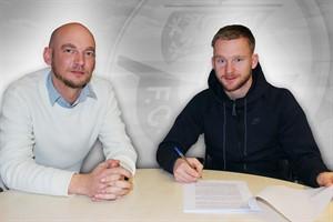 Melvin Platje (rechts) mit dem Hansa-Vorstandsvorsitzenden Markus Kompp (Foto: F.C. Hansa Rostock)