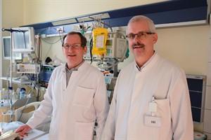 Kinderklinik-Chef Prof. Dr. Michael Radke (l.) und Koordinator Dr. Frank Walther sehen mitunter junge Patienten mit rätselhaften Symptomen. Sie wollen ein Netzwerk für die Betroffenen aufbauen. (Foto: Unimedizin)