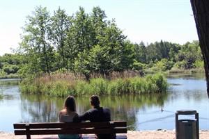 Für den Umweltkalender 2017 werden Fotos von Erholungsorten am Wasser gesucht - im Bild der Mühlenteich in Evershagen