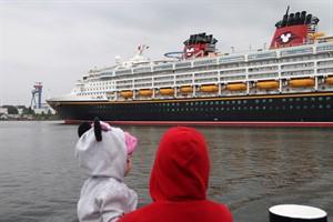 'Schiffe gucken' macht Spaß und zieht Touristen an