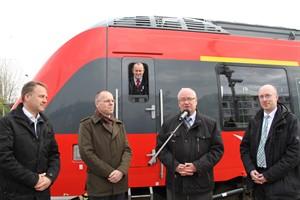 Bausenator Holger Matthäus, Renado Kropp und Arvid Kämmerer (Deutsche Bahn), Landesminister Christian Pegel (v.l.n.r.)