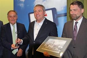 Dr. Rainer Schwarz (Geschäftsführer des Flughafens Rostock-Laage), Michael Zengerle (Geschäftsführer MSC Kreuzfahrten GmbH) und Jens A. Scharner (Geschäftsführer der Hafen-Entwicklungsgesellschaft Rostock) (v.l.n.r)