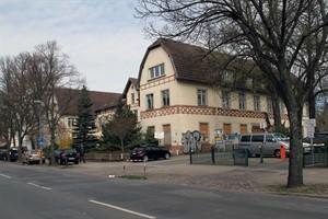 Die ehemalige Uni-Orthopädie, das frühere Elisabeth-Heim, in der Ulmenstraße - hier soll das neue Institutsgebäude für die Philosophische Fakultät entstehen