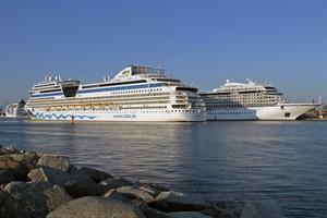 Erster Dreifachanlauf des Jahres im Kreuzfahrthafen Warnemünde: MSC Opera, AIDAmar und Viking Star (v.l.n.r.)